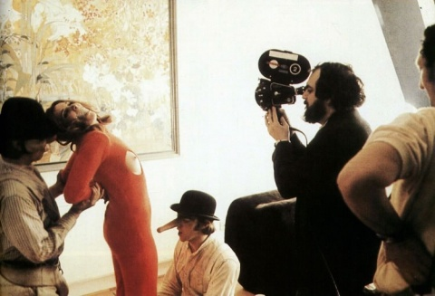 Stanley-Kubrick-filming-the-Singing-in-the-rain-rape-scene-for-A-Clockwork-Orange-1972-