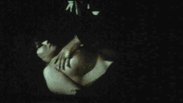 Escena de sexo duro en el sof - Canalpornocom