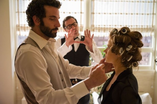 Bradley-Cooper-David-O-Russel-and-Amy-Adams-on-the-set-of-American-Hustle.