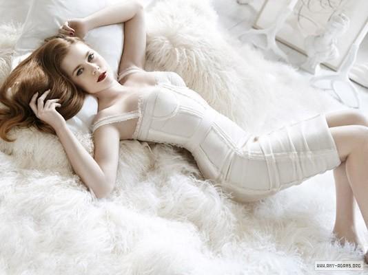Italian-Vogue-Photoshoot-amy-adams-5310421-534-400
