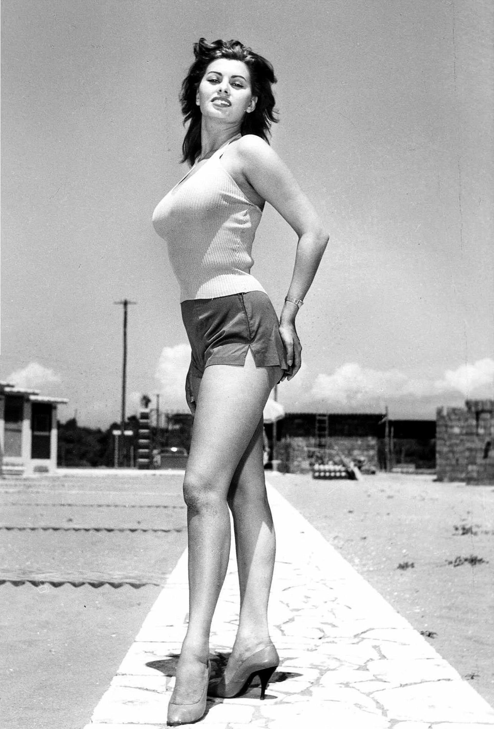 168487_sophia-loren-in-shorts-1328508005-7923