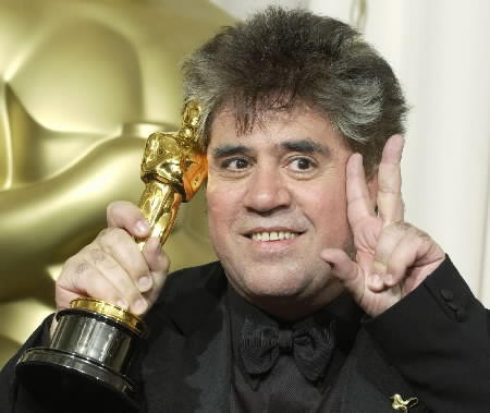 WRITER ALMODOVAR POSES WITH OSCAR IN HOLLYWOOD