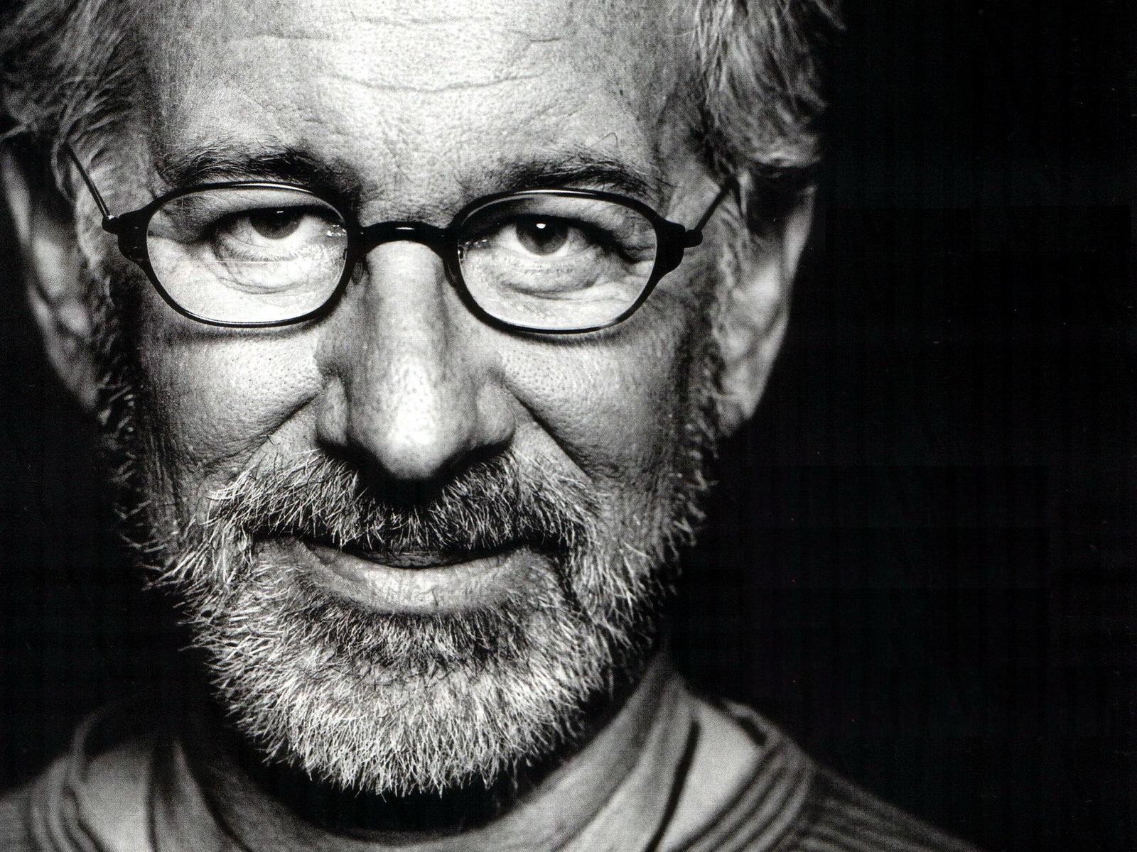 kinopoisk.ru-Steven-Spielberg-749561--w--1600