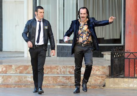 Mario Casas y Luis Tosar en un fotograma de la película