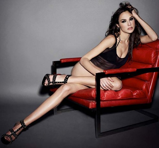 gal-gadot-red-chair