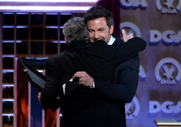 Ben-Affleck-gave-Alfonso-Cuaron-hug-when-director-joined-him-stage