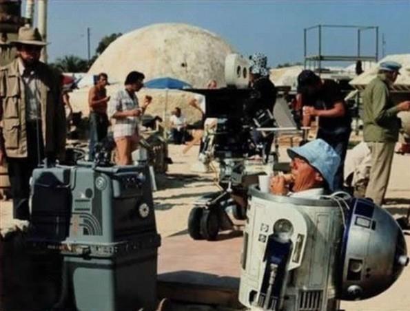 ¡WTF! ¿Quien es ese enano dentro de R2-D2?