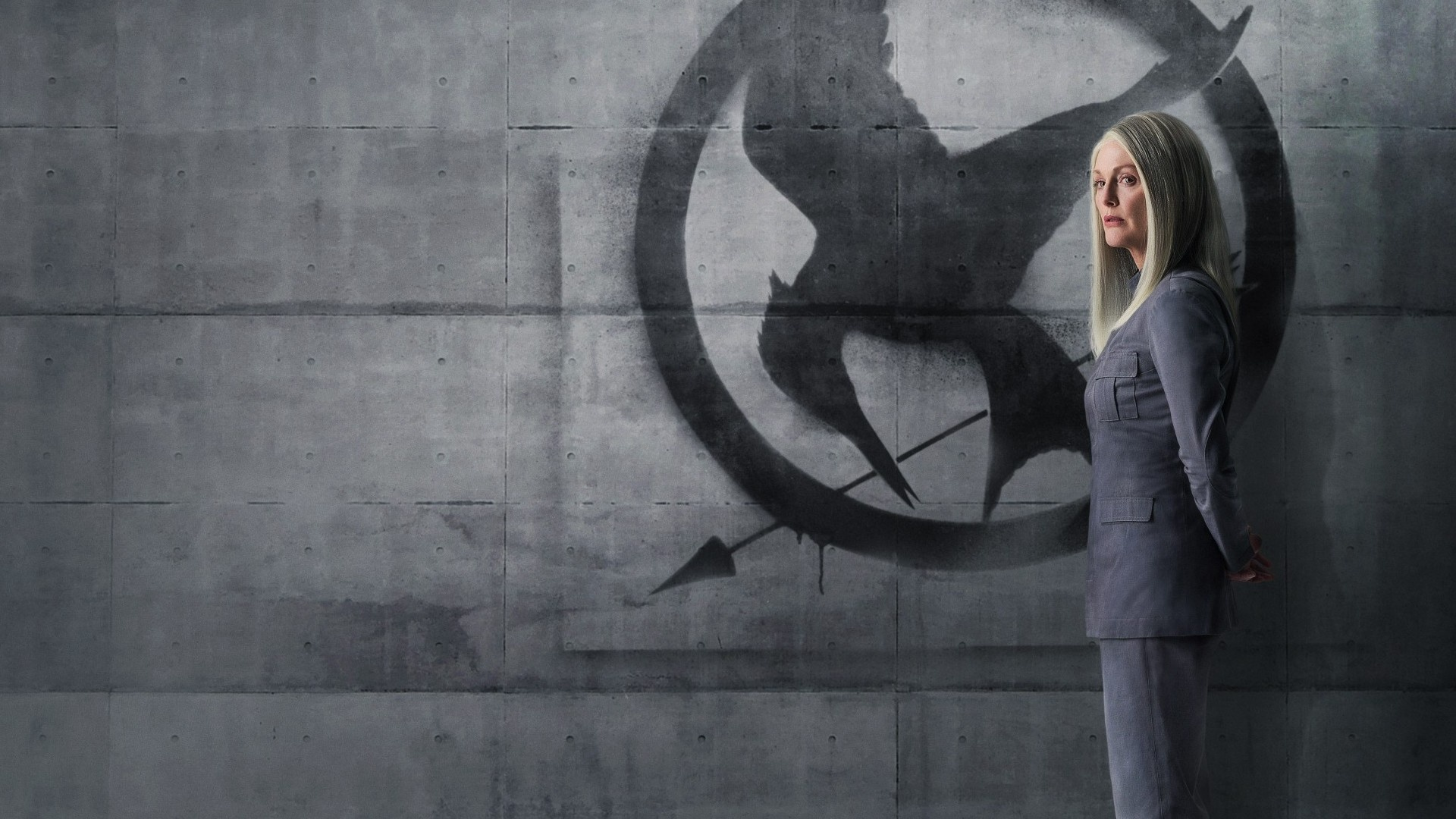 The Hunger Games Mockingjay Part 1 - Julianne Moore HD Wallpaper