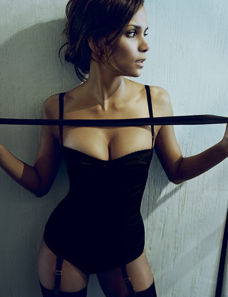 Esquire-Magazine-halle-berry-268860_920_1200