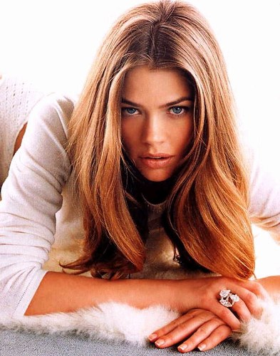 denise-richards-20040423-958