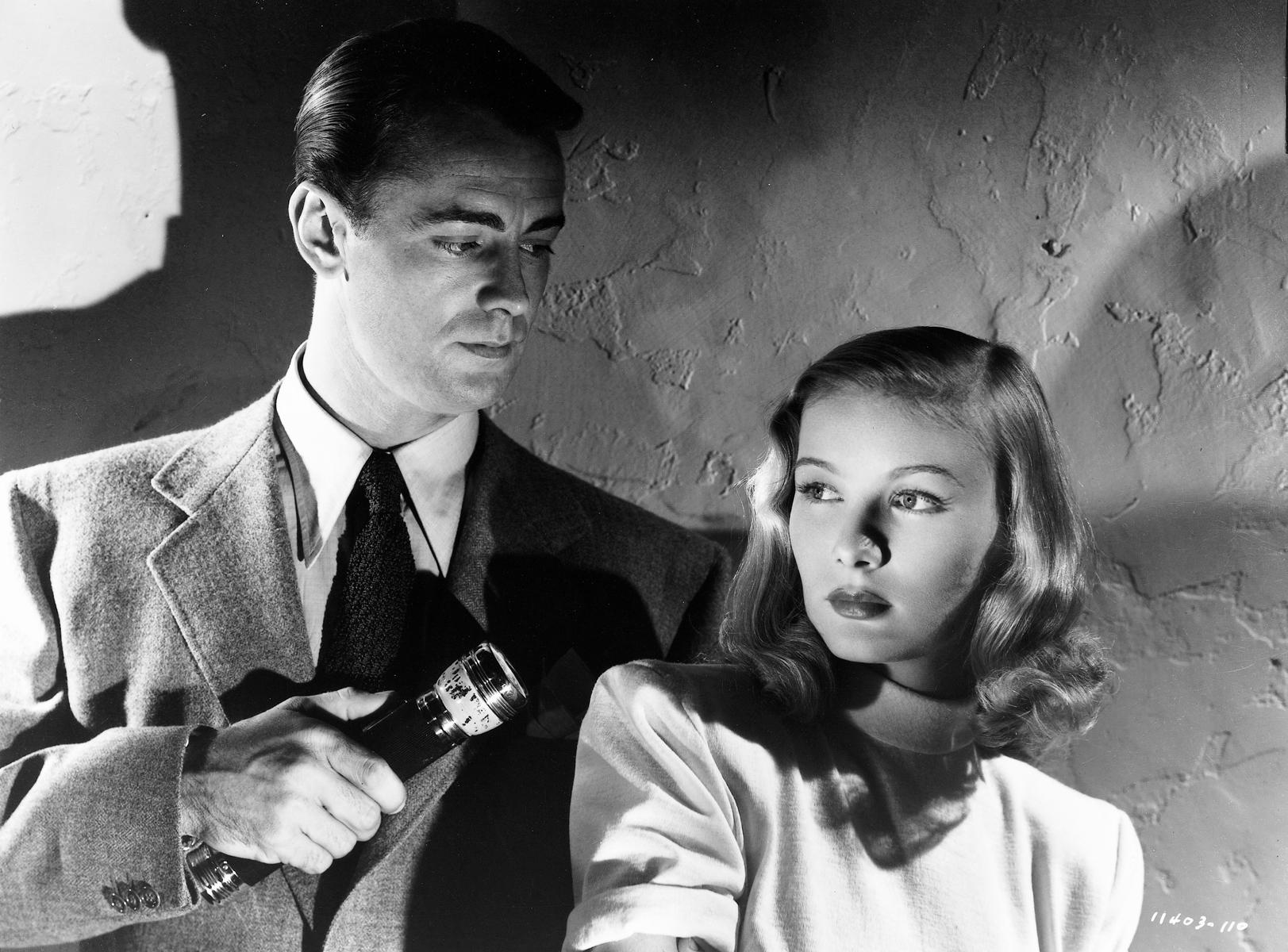still-of-alan-ladd-and-veronica-lake-in-the-blue-dahlia-1946-large-picture