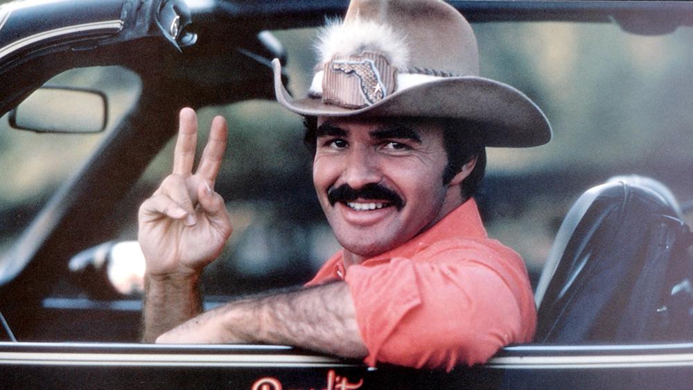 Burt Reynolds con sombrero